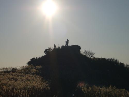 生石高原の岩の上で仲良し